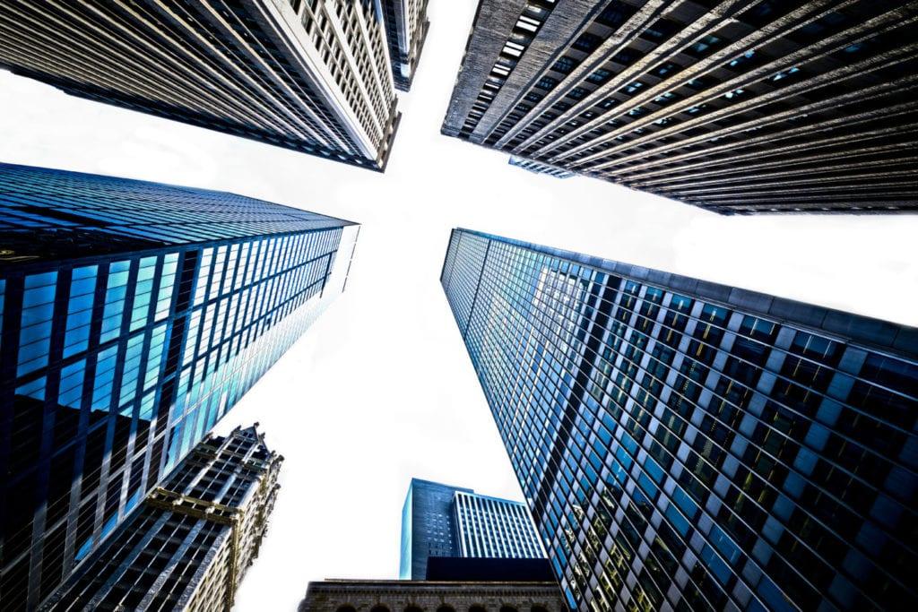 edificios rascacielos inversion oficinas fuente shutterstock