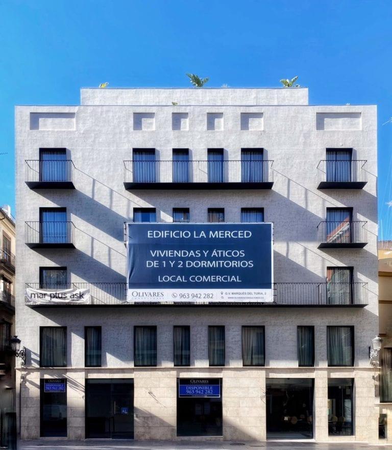 Un inversor privado transforma en viviendas un edificio de pisos turísticos en Valencia
