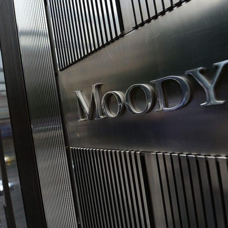 Las ventas de préstamos dudosos caen un 20%, según Moody's