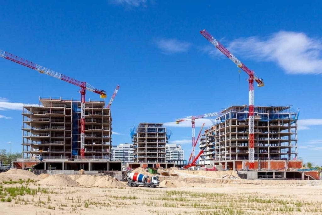 Obras con gruas de las viviendas de Gestilar Isla de Pedrosa 1024x683 1 1