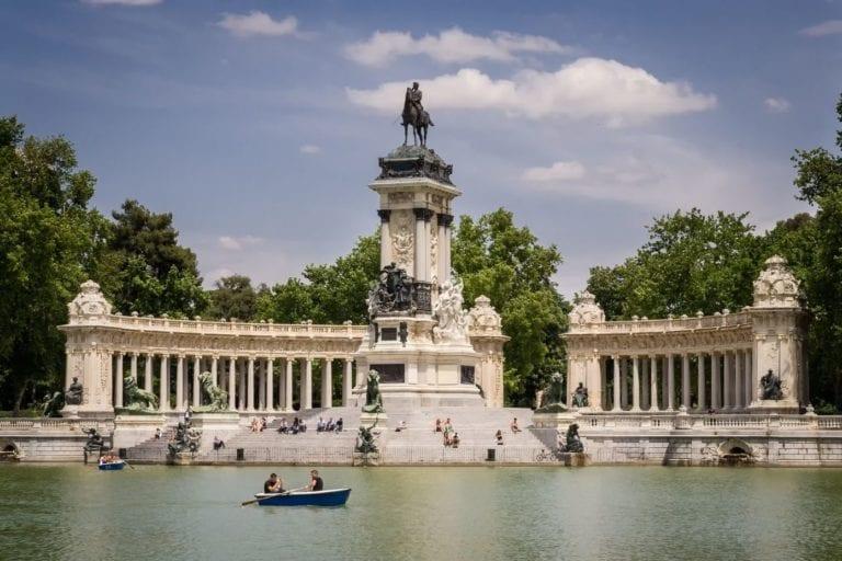 El Ayuntamiento de Madrid estudia instalar zonas de trabajo con wifi gratuito en los parques