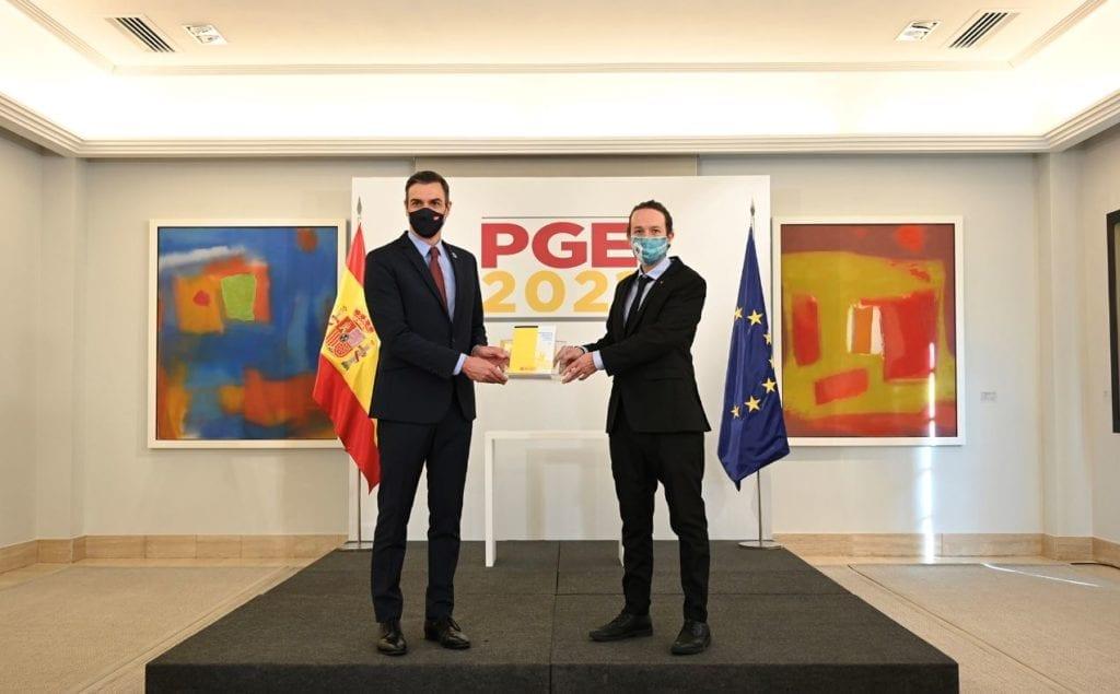 Pedro Sanchez y Pablo Iglesias presentacion PGE fuente Moncloa 1024x635 1