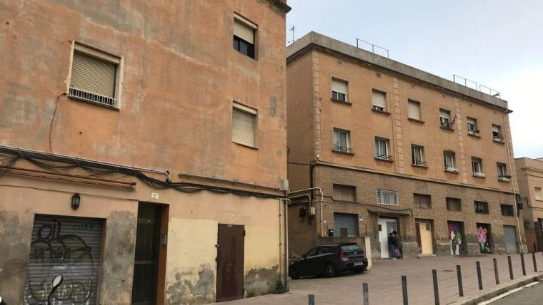 barcelona compra tres edificios