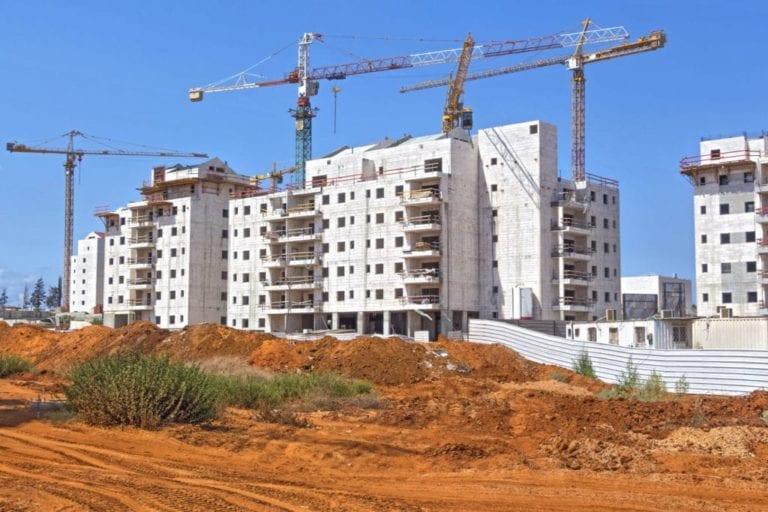 El precio del suelo urbano se sitúa en mínimos históricos: baja a 136 euros/m2