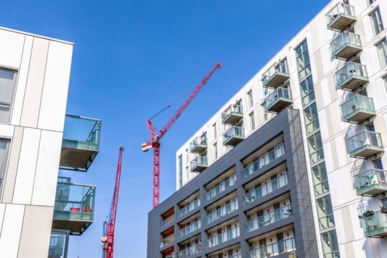 La compraventa de viviendas desciende un 3,7% en febrero, según los registradores