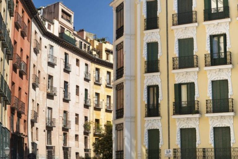 La compraventa de viviendas se eleva un 65,9% en abril, según INE
