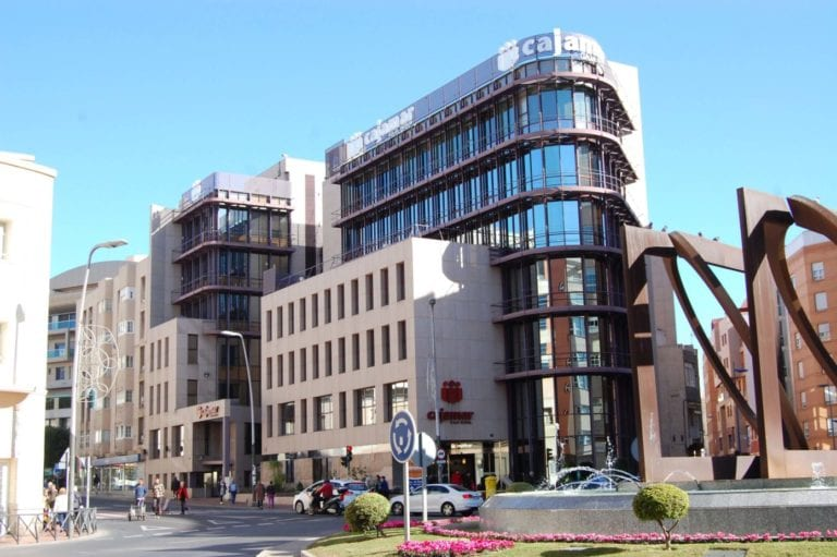 Cajamar prepara la venta de 300 millones en activos residenciales