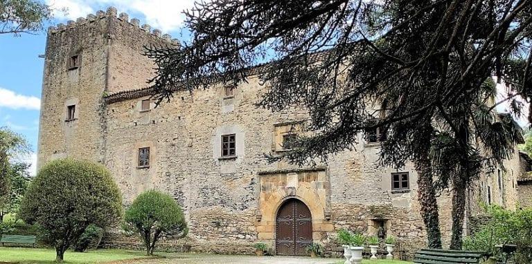 Sale a la venta el palacio Medieval de Doriga en Asturias