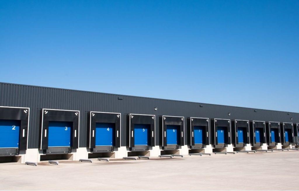nave logistica fuente shutterstock