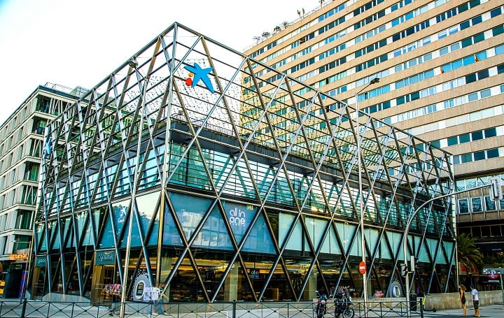 CaixaBank abre una sucursal de 4.000 m2 en Colón