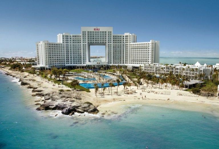 CaixaBank da a RIU el mayor crédito hotelero en España