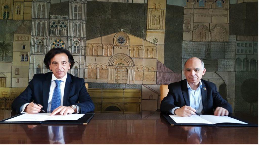 Alfredo Sanz, presidente del CGATE y  Lluis Comerón, presidente del CSCAE renuevan convenio