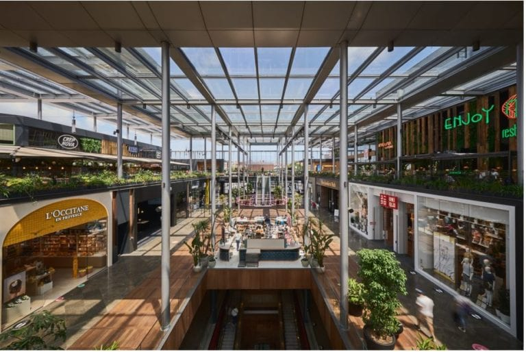 Los centros comerciales La Maquinista y Glòries en Barcelona se transforman en complejos Westfield